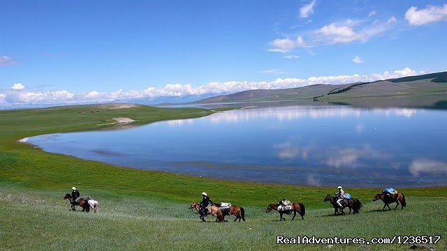 Bonda Lake has organised horse trips since 1993.