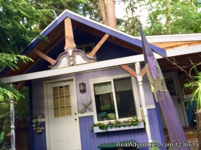 Purple Cottage Studio with Hot Tub on Whidbey