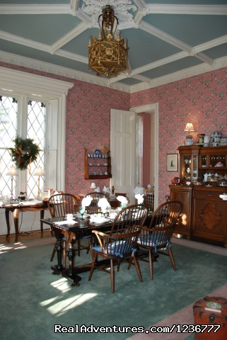 Dining Room at the Inn at Woodhaven (#3 of 10) - Inn at Woodhaven a Romantic Bed and Breakfast i