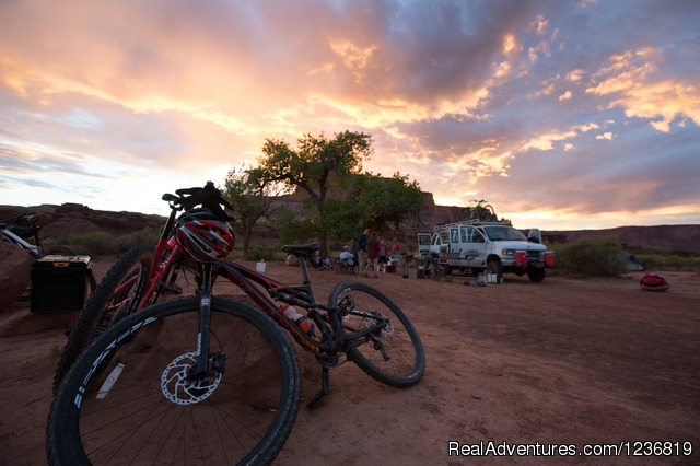 Mountain Biking the White Rim Trail in Canyonlands Green River, Utah Bike Tours