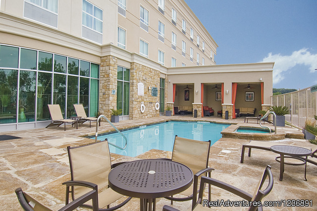 Outdoor Pool - Dine In and Enjoy at Holiday Inn