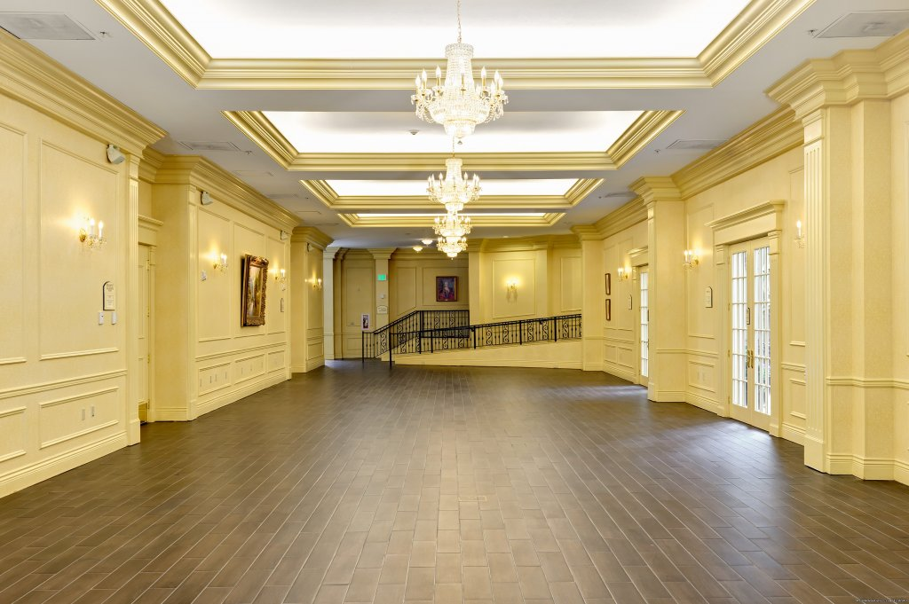 Spacious and Flexible Bellmont Ballroom Foyer | Image #2/10 | Your Success Matters at the Crowne Plaza Portland