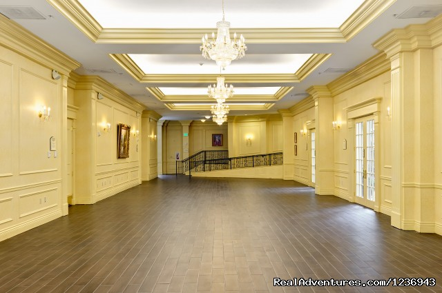 Spacious and Flexible Bellmont Ballroom Foyer - Your Success Matters at the Crowne Plaza Portland