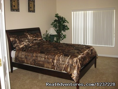 Queen Bedroom - Jungle Retreat, pool home near Disney, wifi & more