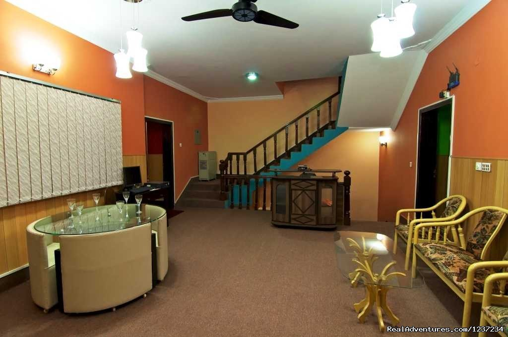 Rooms alike best Guest House Hostels & Hotel accommodation in Islamabad Pakistan providing executive living to individual occupants.
