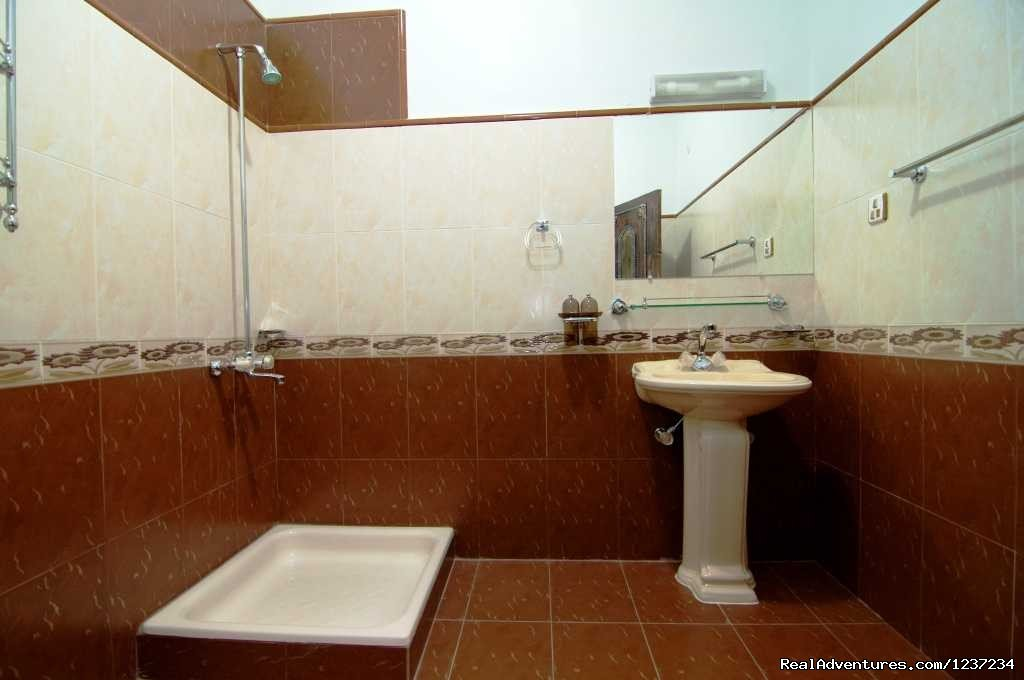 Ensuite Bath at Rooms alike Hotel Guest House in Islamabad | Image #13/15 | RooMs Islamabad