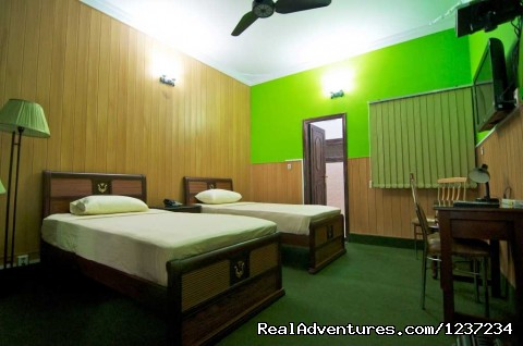 Twin Room view at Rooms alike Hotel Guest House in Islamabad - RooMs Islamabad