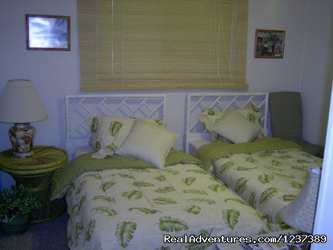 2 twin beds in 2nd bedroom - OCEAN RESORT w/Largest Pool On Island On Beach