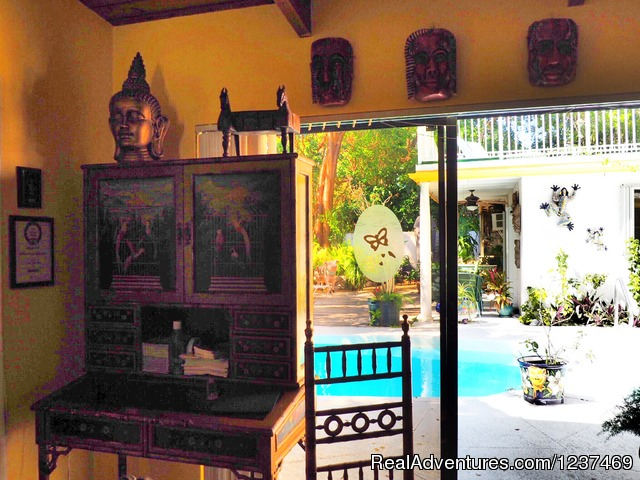 - Casa Thorn Bed & Breakfast