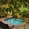 Tropical Inn, hot tub