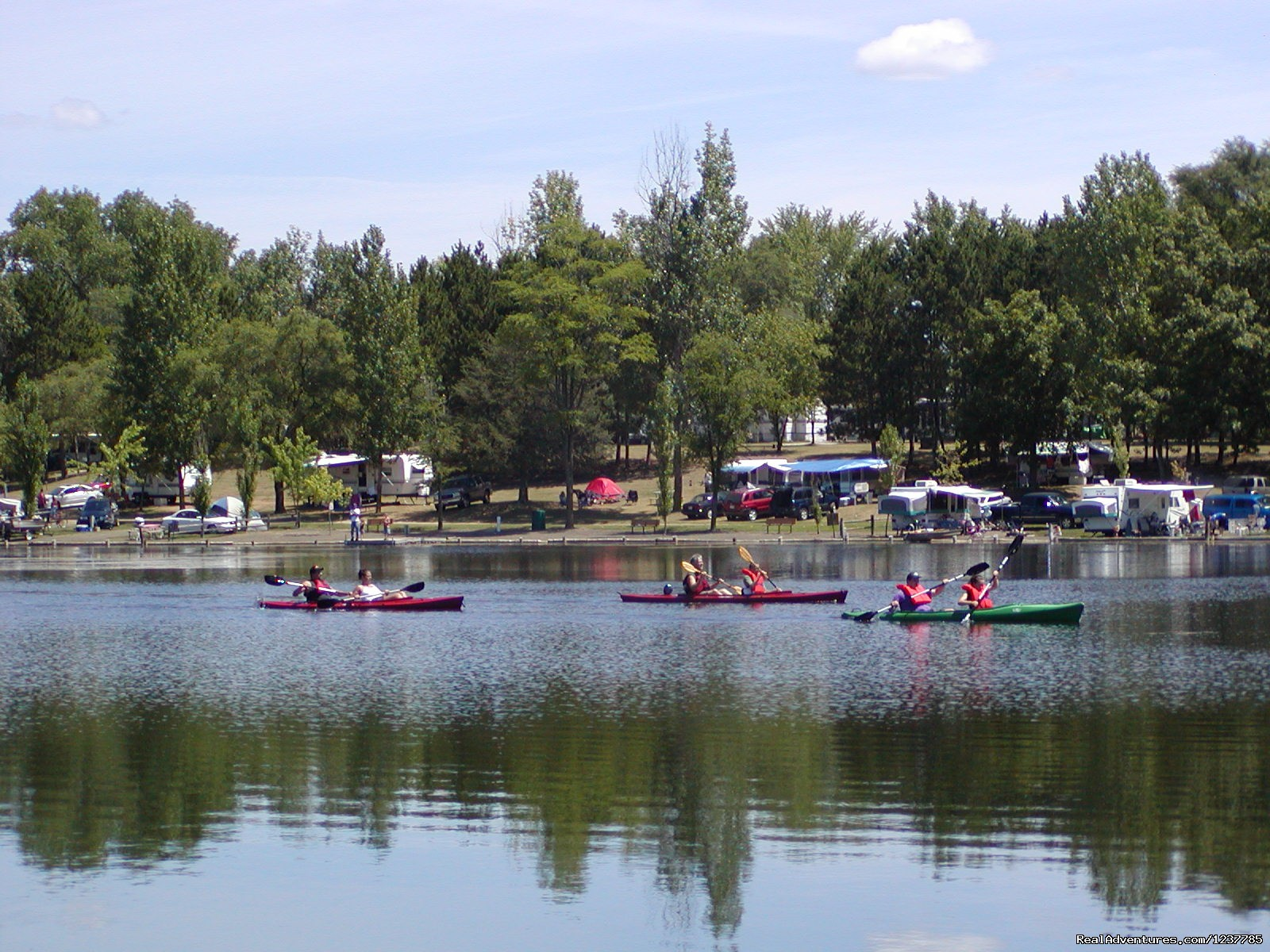 Rent Canoes, kayaks, Rowboats and Paddleboats