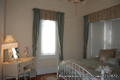 - Luxury Vacation Rental Downtown Serenity Inn
