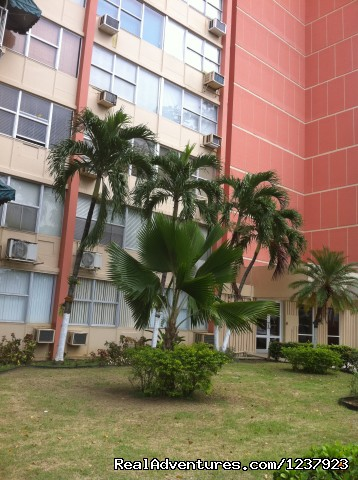 Building Entrance - Beautiful Apt in Isla Verde-Free bus to beach