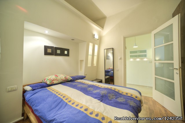 - Newly Renovated 2 Bd Apartment