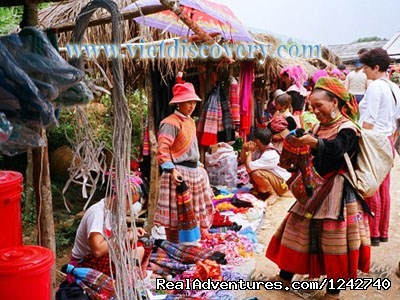 Sapa Easy Trekking with RealSapaTours: Sapa colorful Market