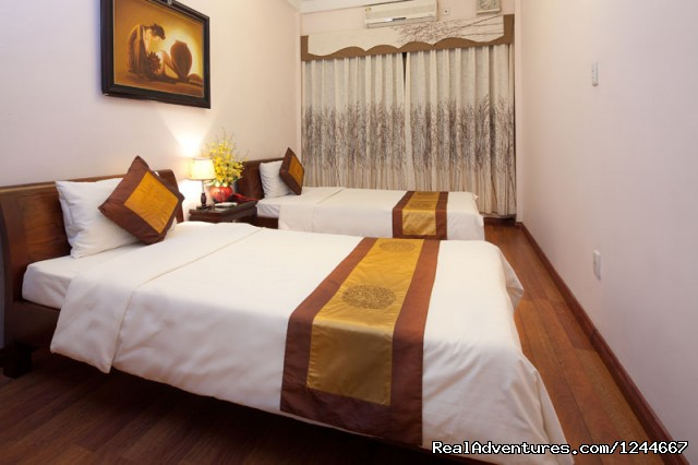 Superior Twin Room - Lucky Queen Hotel - Heart of Hanoi Old Quarter