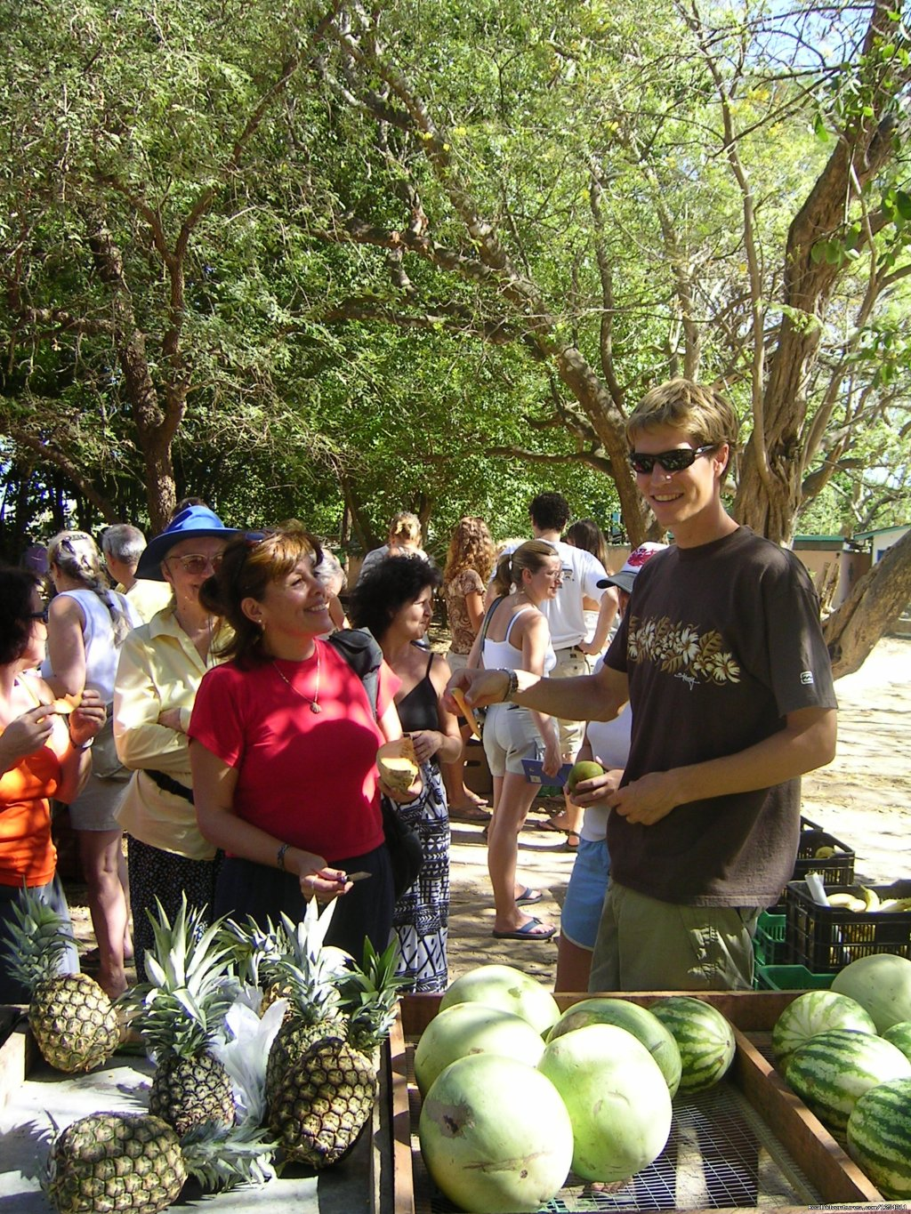 Teacher and student at local market | Image #5/11 | Learn Spanish at beautiful Tamarindo Beach