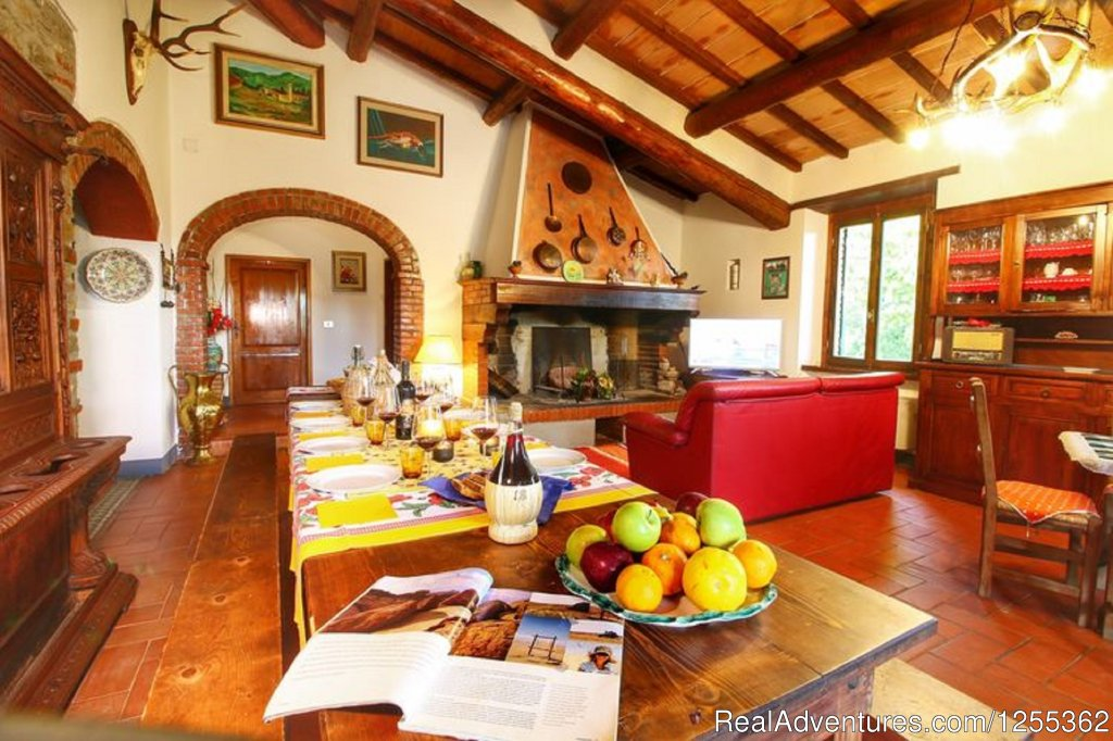 Dining room with fireplace | Image #7/26 | Hunting in Tuscany 'Riserva di Caccia Le Corniole'
