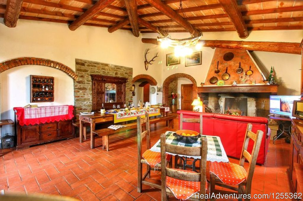 Dining room with fireplace | Image #14/26 | Hunting in Tuscany 'Riserva di Caccia Le Corniole'