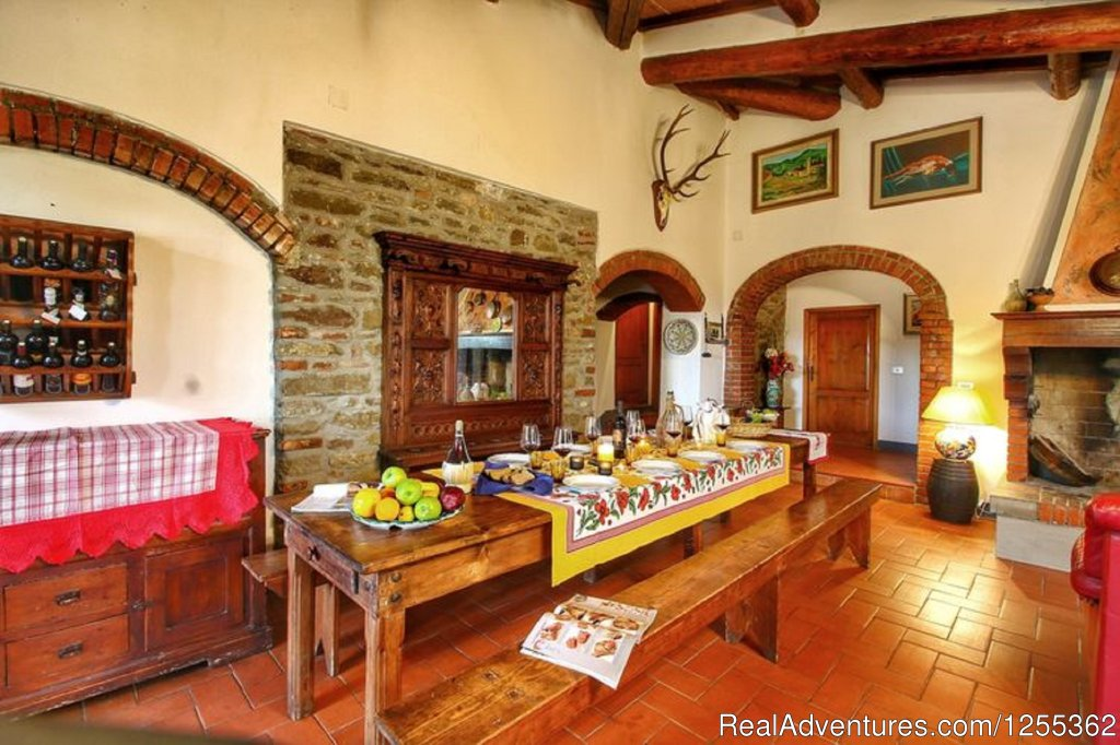 Dining room with fireplace | Image #18/26 | Hunting in Tuscany 'Riserva di Caccia Le Corniole'