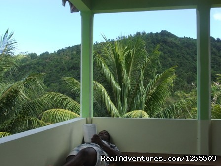 Balcony Mountian View - Affordable vacation in Dominica