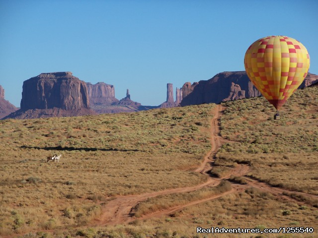 Image #2 of 6 - Monument Valley Hot Air Balloon Company