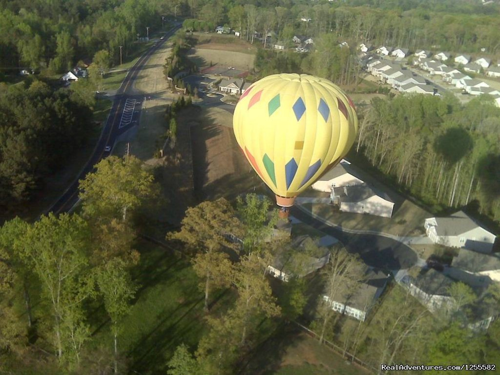 Flying low over neighborhood looking for landing spot | Image #4/7 | Magic Carpet Ride Balloon Adventures