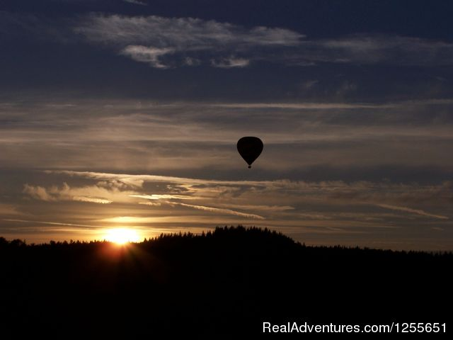 Ballooning at Sunset - Hot Air Balloon Flights in Western Washington
