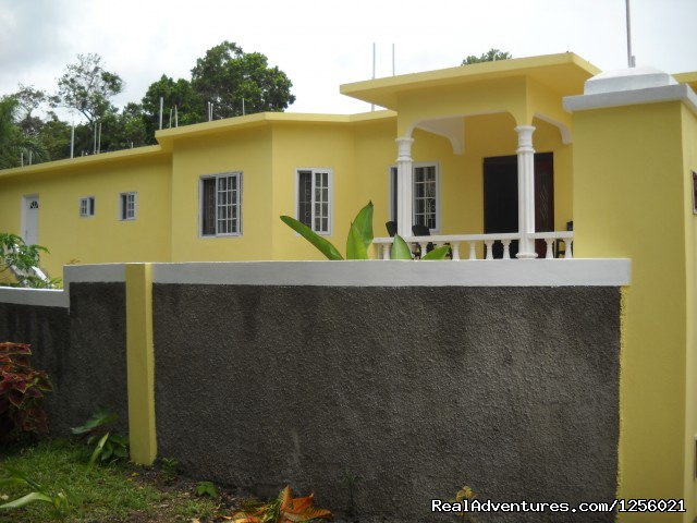 Front Of Villa - Spacious Studio Apartment