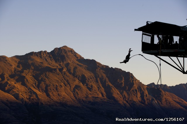 Ledge Bungy - AJ Hackett Bungy Queenstown
