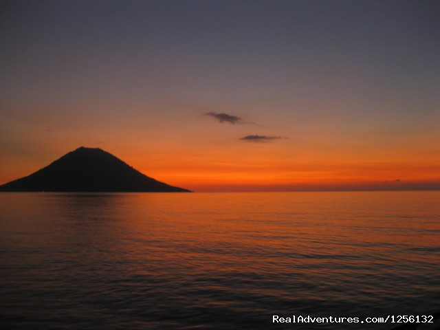 Romantic accommodation and incredible diving: Sunset over ManadoTua