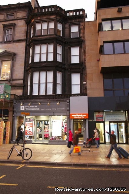 Edinburgh Hotel on Princes Street - Cheap Hotel Room in Edinburgh - easyHotel.com