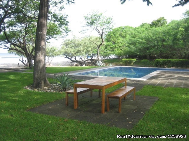 Picnic table and pool - Nicaragua - Playa El Coco - On the Beach - SJDS