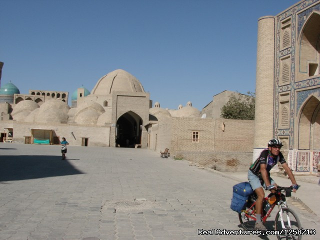 Bicycle tour in Samarkand and Bukhara - on Tamerlane's empire on a bike