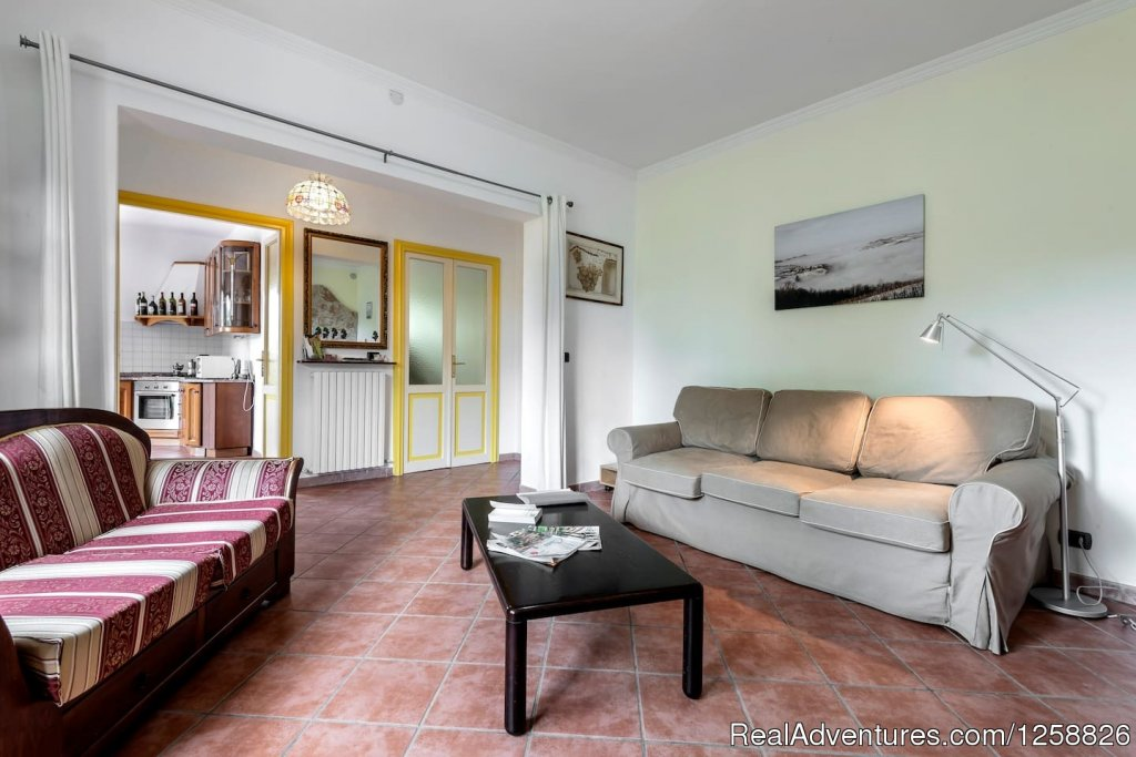 Living  room apartment Loggione with bed sofa | Image #2/18 | Holiday Home I Due Padroni - Wine region Milan