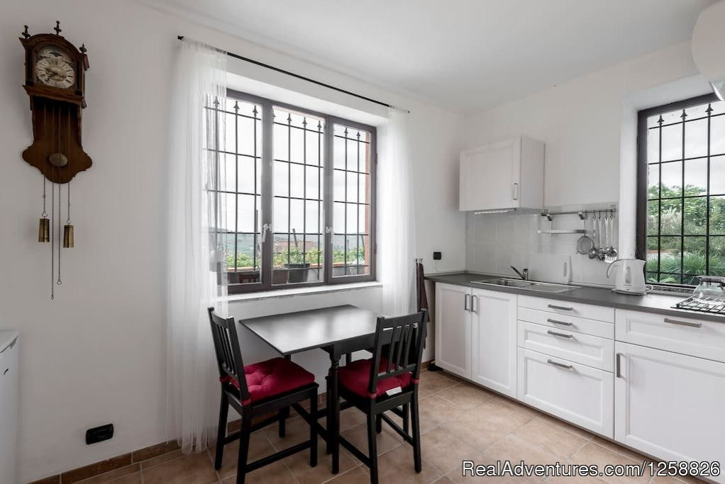 Kitchen/dining area apartment Cantinetta | Image #14/18 | Holiday Home I Due Padroni - Wine region Milan