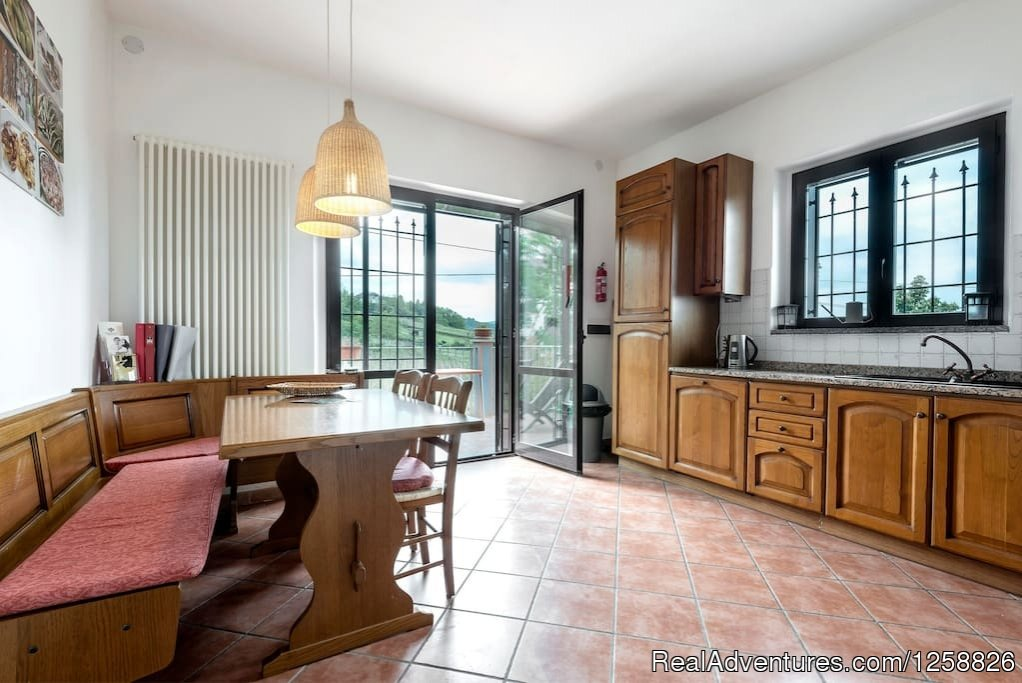 Kitchen apartment Loggione with Dining Area | Image #4/18 | Holiday Home I Due Padroni - Wine region Milan