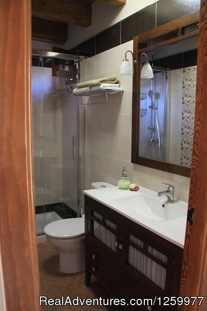 Bathroom in The Lodge - Travel & Cuisine Adventures in Spain
