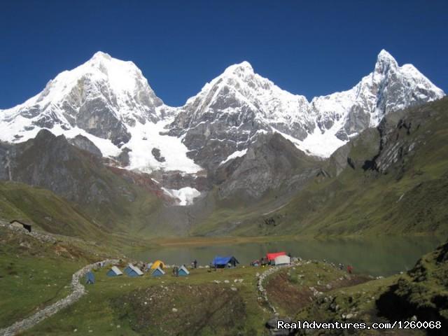 Cordillera Huayhuash Trekking Peru: Carhuacocha Lake
