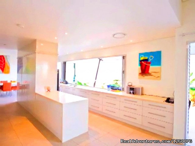 - Villa 4 Peninsula Hamilton Island Waterfront Pool