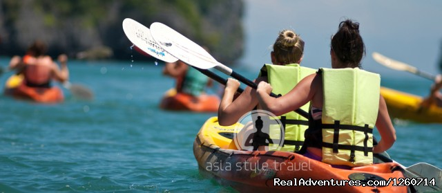 Kayak on Halong bay - Halong Bay Cruises - Luxury Cruises Halong Bay