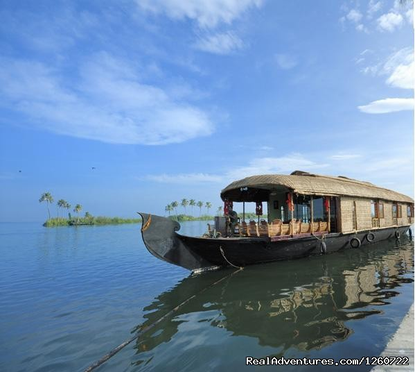 A Biggest houseboat with 4 Bed room  - Kerala Holiday Packages - Best Deal for Kerala