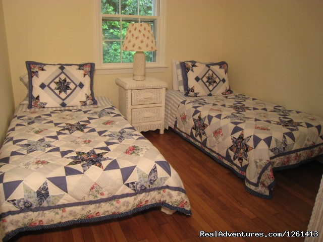 Bedroom 3: two twin beds. - Charming & Private - Heart of East Hampton Village