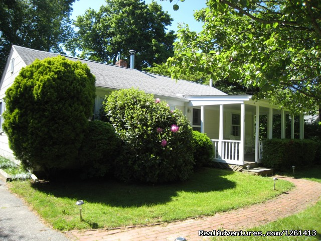 Secluded on a quiet street. Walk to village center. - Charming & Private - Heart of East Hampton Village