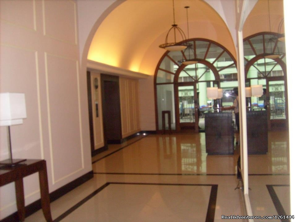 Lobby | Image #3/11 | Convenient,Affordable & Secure Condo in Makati