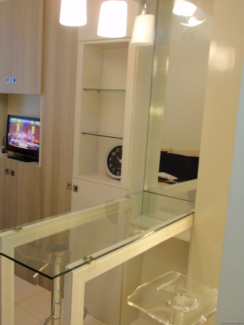 25th Floor Bar Type Dining With 2 High Chairs | Image #18/26 | Fully Furnished Studio-Condo Unit in Manila