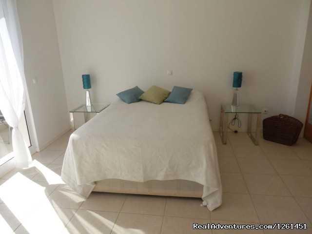 Ocean view bedroom upstairs - Sao Vicente Tranquil Beach House