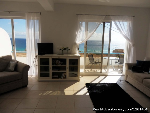Ocean view living room - Sao Vicente Tranquil Beach House
