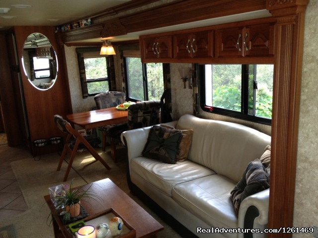 - Privately Owned COACH 40' Class A Diesel