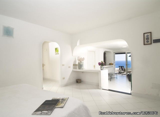 Isola di Eea, Suite Bouganville interiors. - Romantic Weekend in the Italian Mediterrean Coast